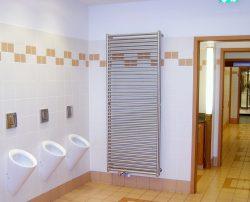 Edelstahl-Heizkörper Sonderanfertigung, vandalensicher, in öffentlichem WC.
