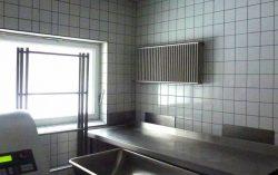 Hygiene Heizkörper Edelstahl, in einer Fleischerei