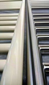 Badheizkörper mit Pulverbeschichtung, Material Edelstahl, vor -und nach der Beschichtung.